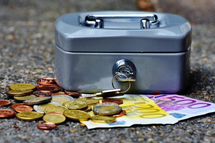 ARTICULO: Bancos elevan restricción a los créditos, pese a tener las menores tasas desde 2004