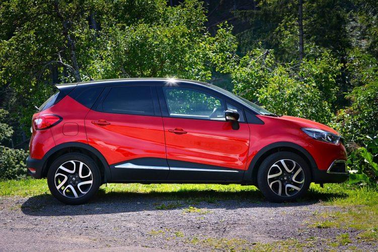 """ARTÍCULO: """"Mitos y verdades de los seguros de autos: Los hombres jóvenes son los que más pagan y asegurar autos rojos no es más costoso"""""""