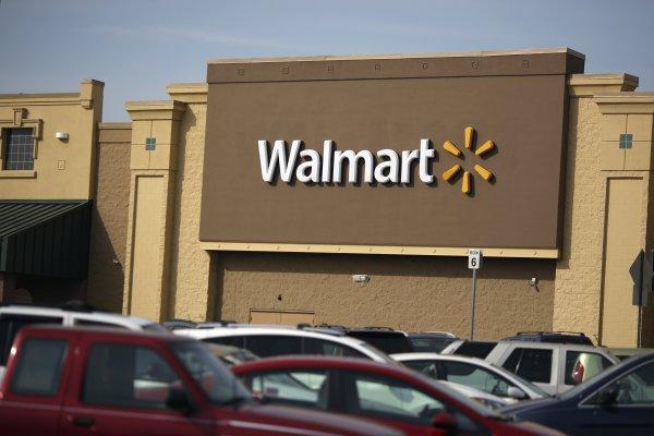 """ARTÍCULO: """"Walmart se asocia con MGM para crear de contenidos de TV"""""""