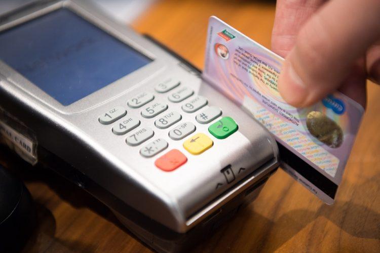 """ARTÍCULO: """"¿Se acerca el fin del uso del efectivo como medio de pago en Chile?"""""""