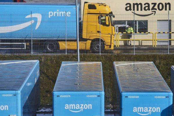 """ARTÍCULO: """"Amazon elimina monto mínimo para envíos gratuitos por primera vez este año"""""""