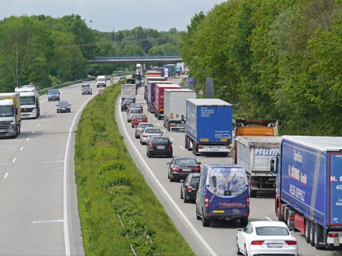 ARTICULO: Ventas de autos anotan en septiembre su mejor mes en cuatro años