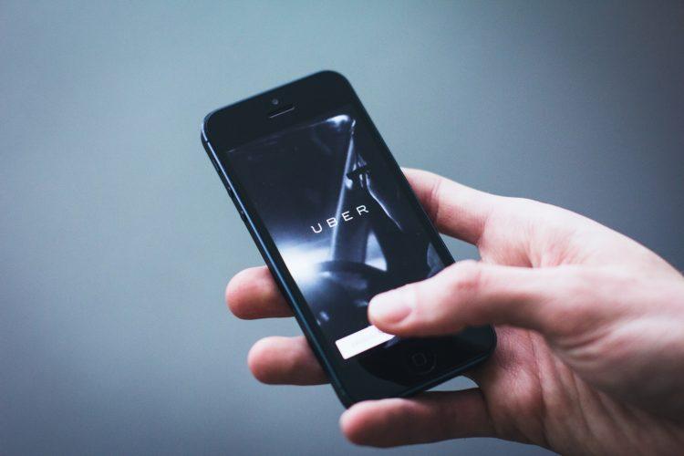 ARTICULO:  Uber, Easy Taxi, Cabify o taxis básicos?