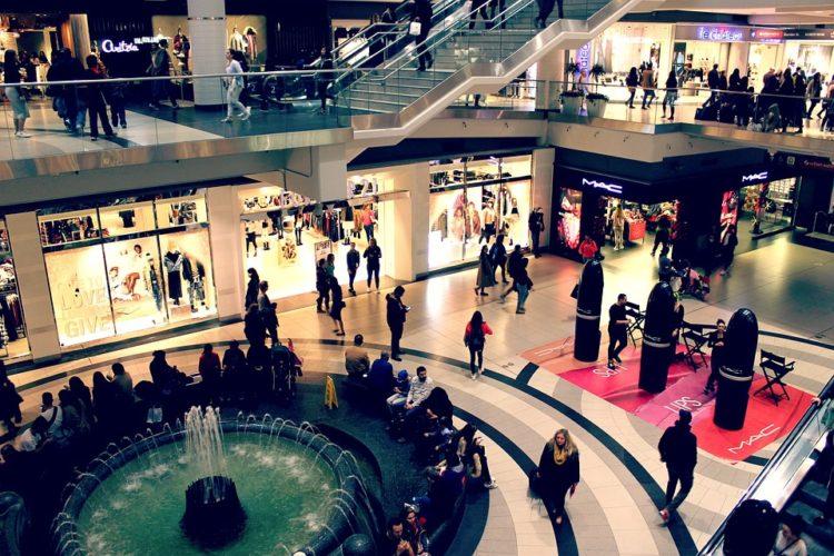 """ARTÍCULO: """"Retailers afinan estrategias ante impacto en ganancias del primer trimestre"""""""