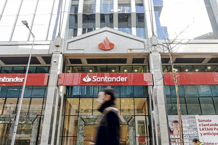 """ARTÍCULO: """"Santander y BICE restringen montos de transferencias para nuevos destinatarios"""""""