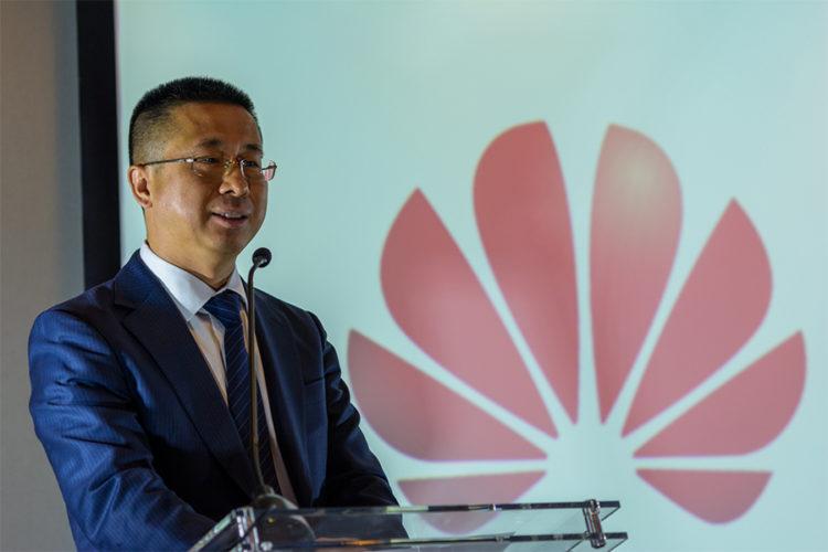 """ARTÍCULO: """"CEO de Huawei en Chile: foco estará en fibra óptica al hogar y en 5G"""""""