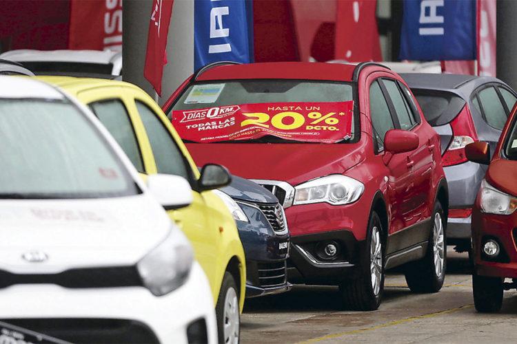 """ARTÍCULO: """"Créditos automotrices suben 17,5% en lo que va del año y llegan a US$3.444 millones"""""""