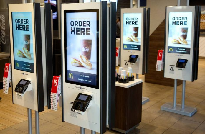 """ARTÍCULO: """"McDonald's totaliza inversión de US$ 22 millones en modernización de su negocio chileno"""""""