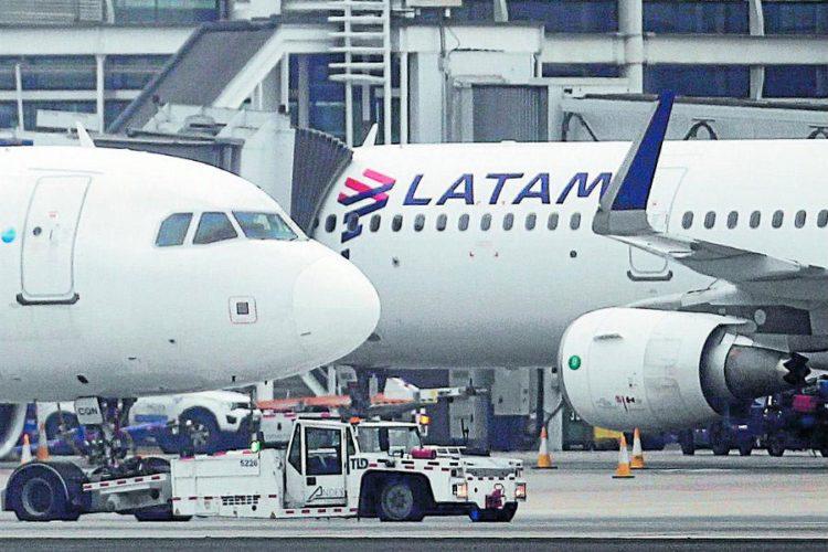 """ARTÍCULO: """"Latam Airlines se ubica en el puesto 11 de las aerolíneas más puntuales a nivel global"""""""