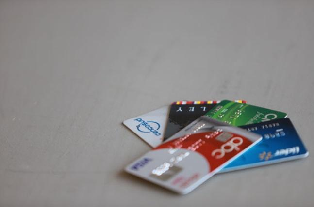"""ARTÍCULO: """"Fuerte caída anotan los indicadores de morosidad de las tarjetas del retail"""""""