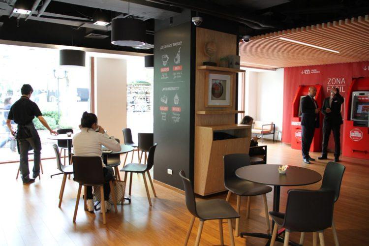 """ARTÍCULO: """"Idea de sucursal-cafetería crece en la región y a Chile se suman bancos de Argentina, Brasil y Bolivia"""""""