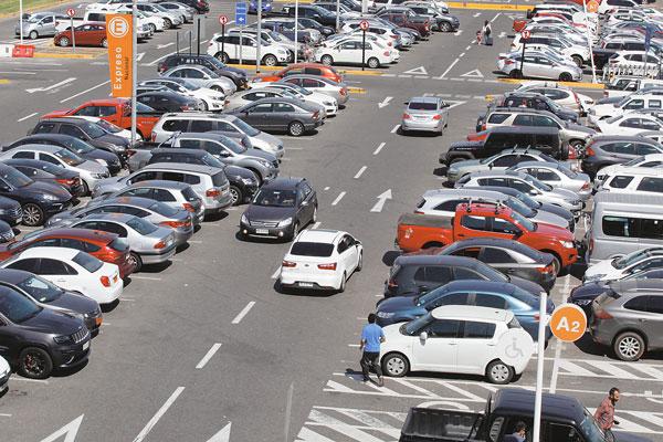 """ARTÍCULO: """"¿Se subirá Chile a la ola de apps para estacionamientos inteligentes?"""""""