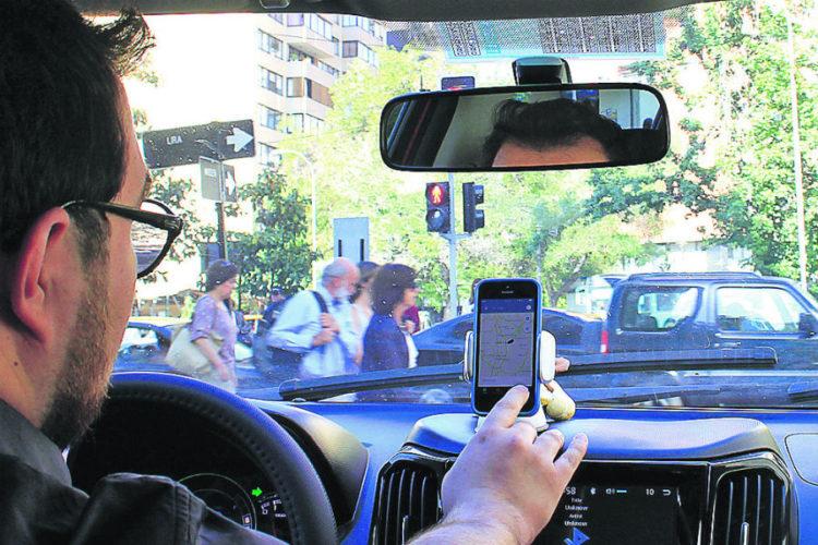 """ARTÍCULO: """"Mercedes-Benz y BMW desafían a Uber con millonaria iniciativa móvil"""""""