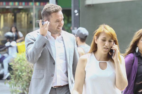 """ARTÍCULO: """"Telefónicas redoblan ofertas para evitar el fin del roaming internacional"""""""