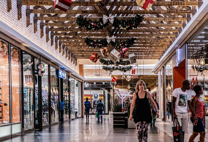 """ARTÍCULO: """"Mientras en el mundo los malls se derrumban, en Chile viven una racha multimillonaria"""""""