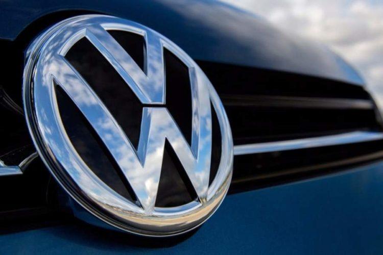 """ARTÍCULO: """"Volkswagen anuncia alianza con Amazon para conectar sus fábricas"""""""