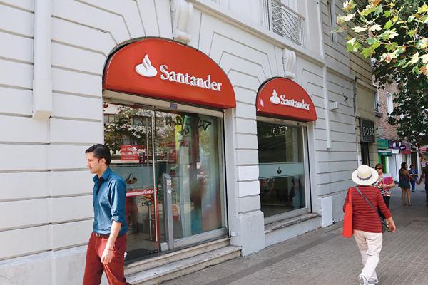 """ARTÍCULO: """"Santander superaría el 20% de market share en consumo por negocio automotriz"""""""