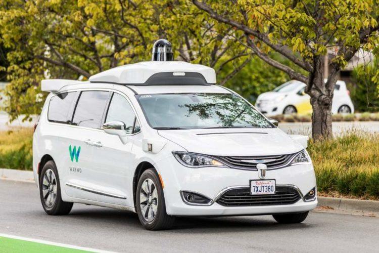 """ARTÍCULO: """"GM, Ford y Toyota se asocian para avanzar en estándares y pruebas de vehículos de conducción autónoma"""""""