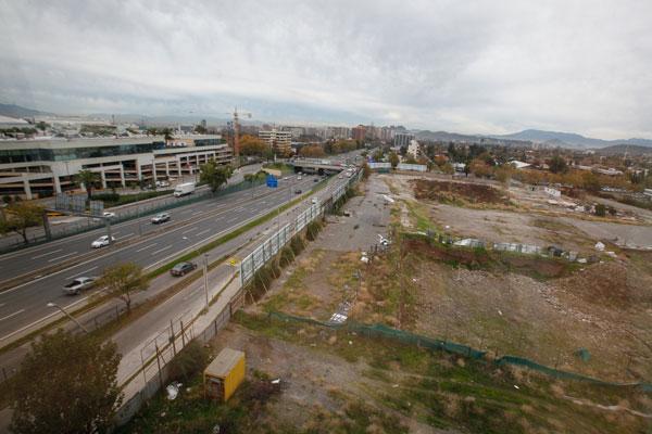 """ARTÍCULO: """"Cencosud busca retomar desarrollo de Alto Las Condes 2: se regirá bajo plan regulador actual"""""""