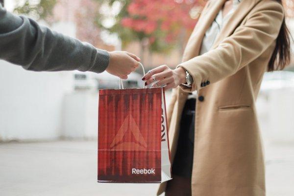 """ARTÍCULO: """"Reebok Chile y Rappi se alían para llevar productos de la marca a la puerta de la casa"""""""