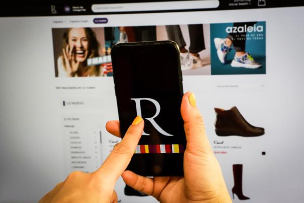 """ARTÍCULO: """"Ripley entra a carrera por medios de pago: lanzará app que permite compras con QR en tiendas y transferencias"""""""