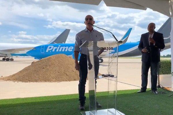 """ARTÍCULO: """"Amazon construye un aeropuerto más grande que el de Santiago"""""""