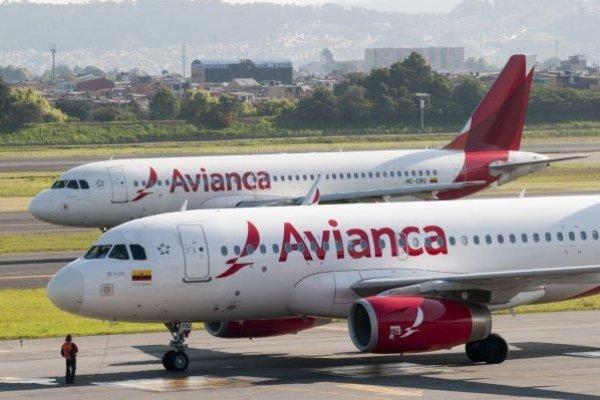 """ARTÍCULO: """"United Airlines empieza trámites para quedarse con la mayoría de Avianca Holdings"""""""
