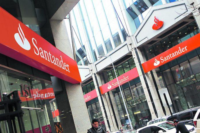 """ARTÍCULO: """"Santander puja por la financiera de coches de BBVA"""""""