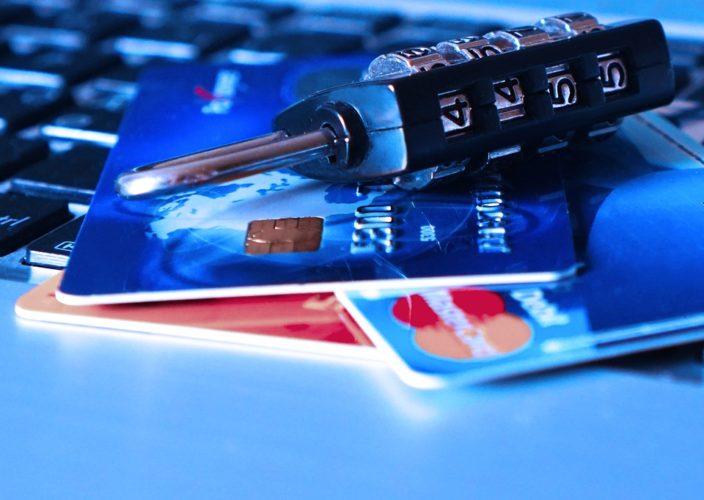 """ARTÍCULO: """"Chilenos temen más a fraudes en sus tarjetas bancarias que a los desastres naturales"""""""