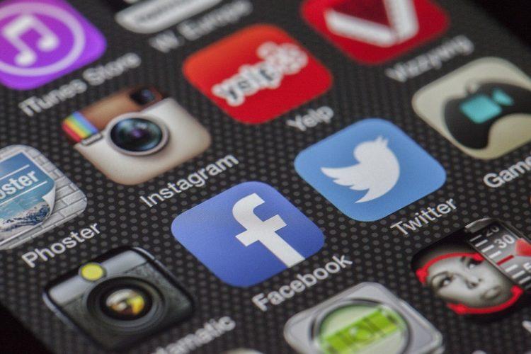 """ARTÍCULO: """"Seguidores de la banca chilena se vuelcan a Twitter frente a Facebook"""""""