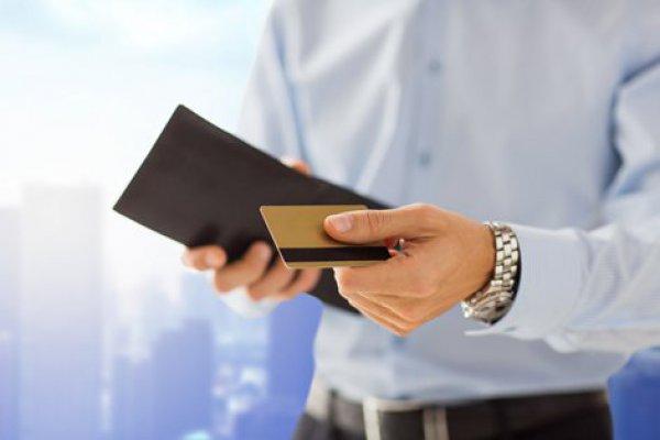 """ARTÍCULO: """"La renovada oferta de la banca para captar clientes premium con tarjetas de lujo"""""""