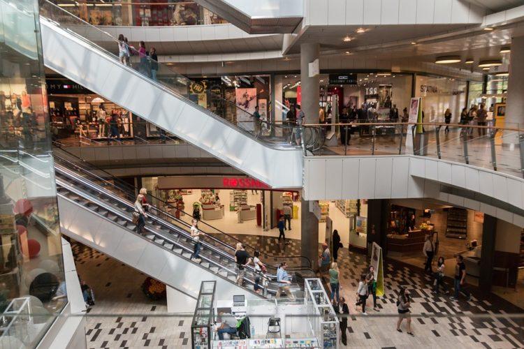 """ARTÍCULO: """"Centros comerciales encuentran la fórmula y siguen siendo la primera opción de compra que escogen los consumidores"""""""