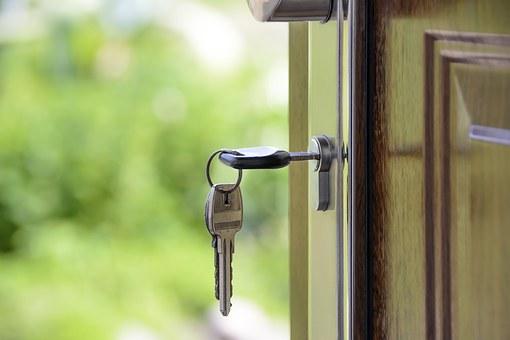 """ARTÍCULO: """"Bancos despliegan estrategias para enfrentar alta demanda de refinanciamiento a hipotecarios"""""""