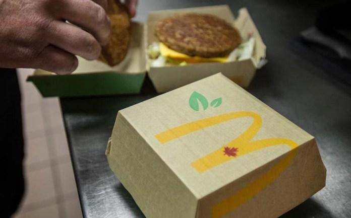 """ARTÍCULO: """"McDonald's prueba venta de hamburguesas sin carne"""""""