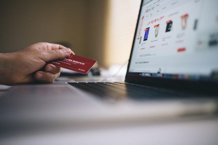 """ARTÍCULO: """"Comercio electrónico en modo fiesta: esperan US$ 7 mil millones en ventas para este año"""""""