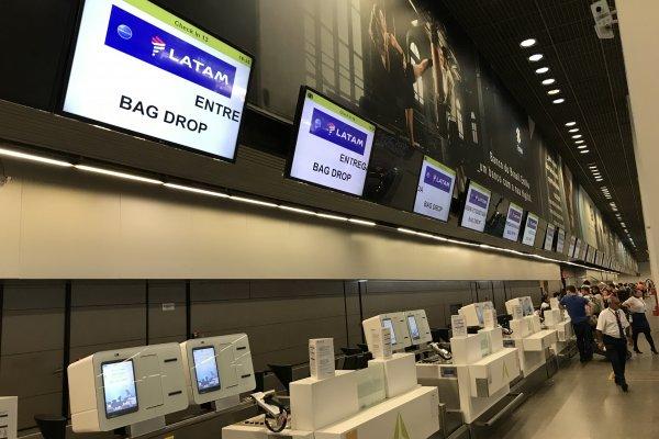 """ARTÍCULO: """"Latam Airlines implementará sistema de auto entrega de equipaje en aeropuerto de Puerto Montt y espera que en 2020 ya esté en Pudahuel"""""""