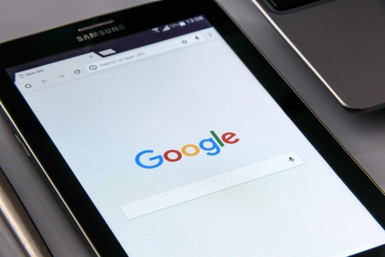 """ARTÍCULO: """"Google sale a competirle a bancos: ofrecerá cuentas corrientes en 2020"""""""