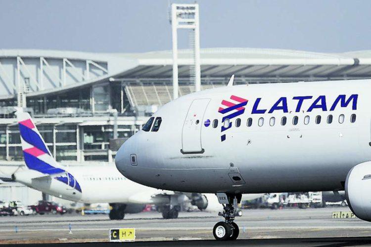 """ARTÍCULO: """"Latam formaliza alianza con Delta y evalúa su retiro anticipado de Oneworld"""""""