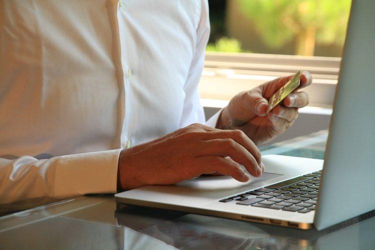 """ARTÍCULO: """"10% de compras online son informales y redes sociales ganan terreno en venta de productos"""""""