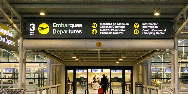 """ARTÍCULO: """"Endosar pasajes: el proyecto que busca favorecer a los viajeros, pero que las aerolíneas miran con atención"""""""