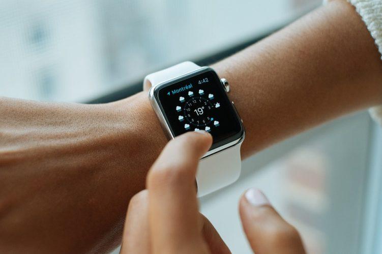 """ARTÍCULO: """"Evolución en la década del precio de los gadgets: iPhone se dispara, y parlantes y tablets caen"""""""