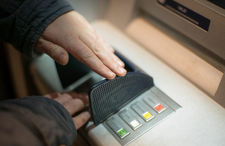 """ARTÍCULO: """"Fraude en tarjetas: bancos deberán indemnizar por hasta casi $ 1 millón en cinco días"""""""