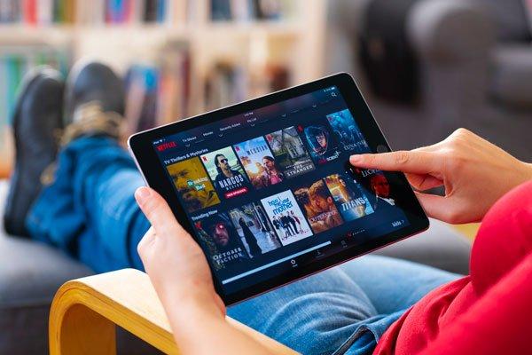 """ARTÍCULO: """"Acciones de Netflix se disparan tras reportar que usuarios aumentaron el doble de lo esperado"""""""