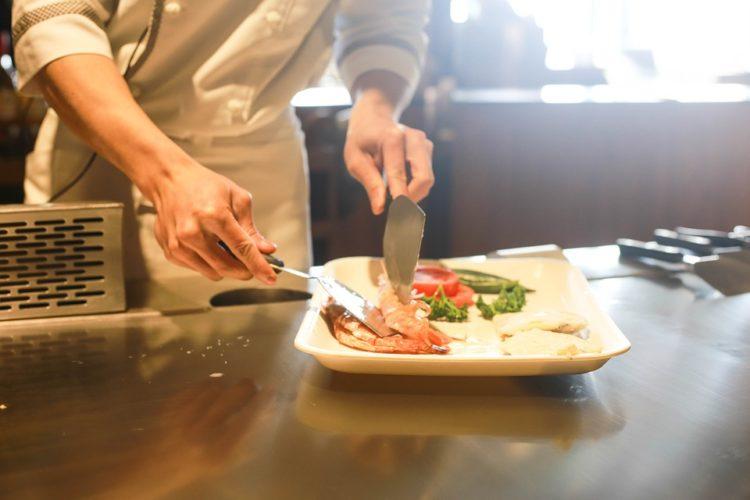 """ARTÍCULO: """"Restaurantes tradicionales apuestan por delivery para capear efectos de cierres por cuarentena"""""""