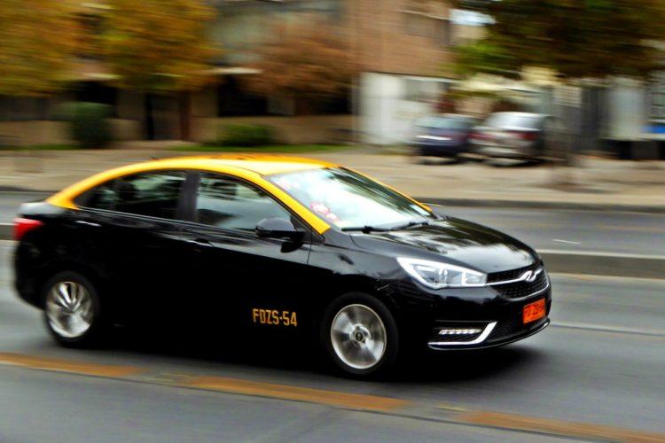"""ARTÍCULO: """"Taxistas se asocian con Rappi y Cornershop para reforzar despachos en la última milla durante la cuarentena"""""""