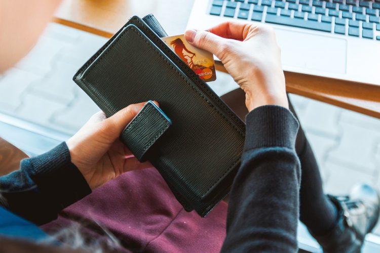 """ARTÍCULO: """"Transacciones con tarjetas revelan fuerte dinamismo de canal online"""""""