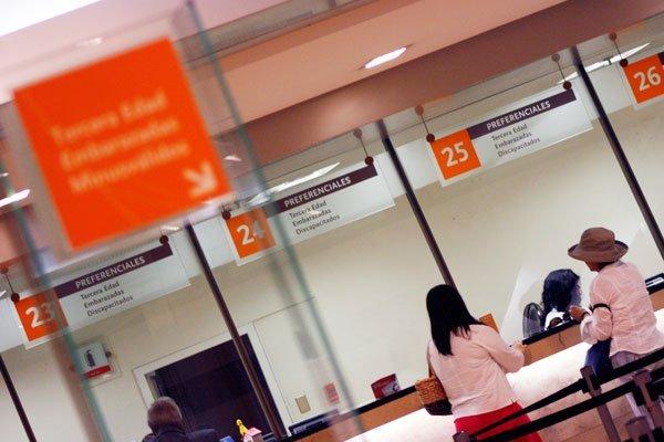 """ARTÍCULO: """"Banca hace llamado a ocupar canales digitales para el retiro de fondos previsionales"""""""